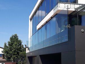 zadaszenia szklane balustrady